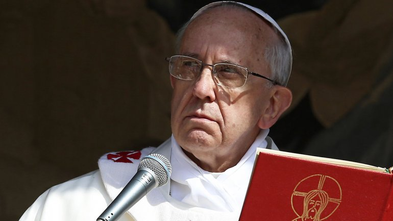 Pope Francis cancels the Bible and proposes to create a new book